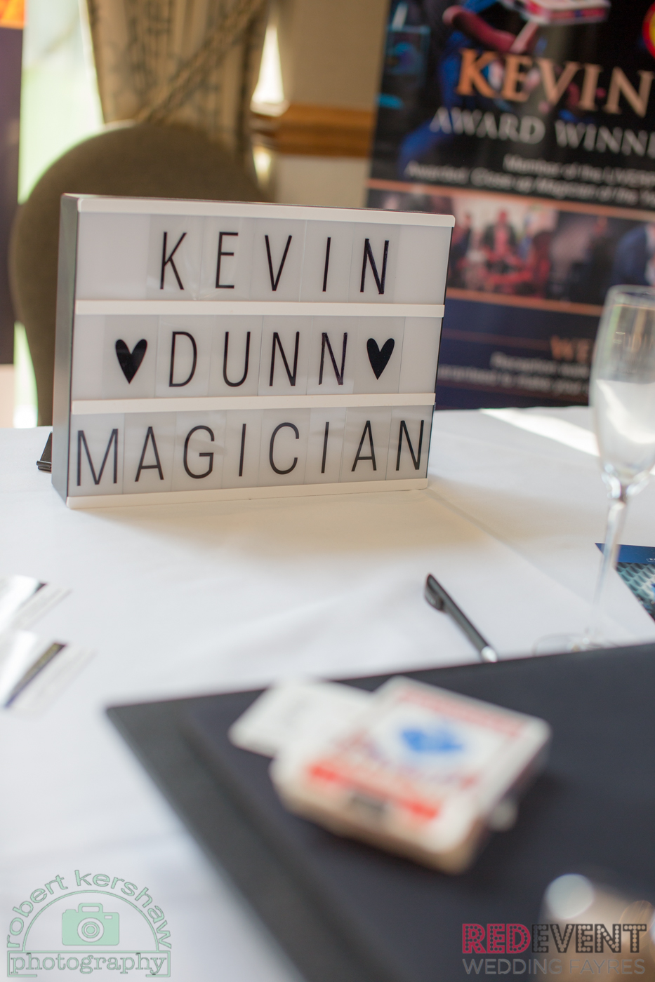 Kevin Dunn Magician RedEvent Wedding Fayres Holiday Inn Ellesmere Port Cheshire Oaks special offer www.redeventweddingfayres.com2.jpg