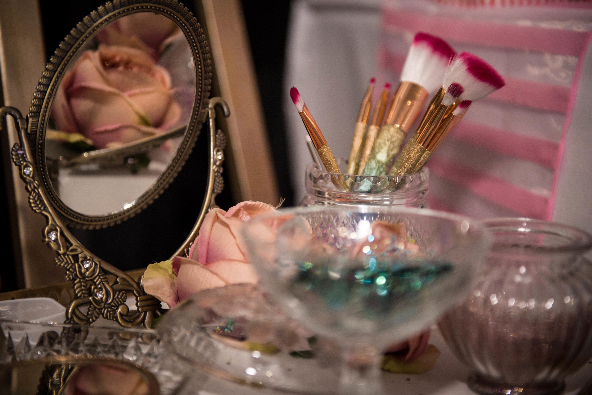 The Hottest Trends in Wedding Entertainment, Glitter Bar www.redeventweddingfayres.com/blog