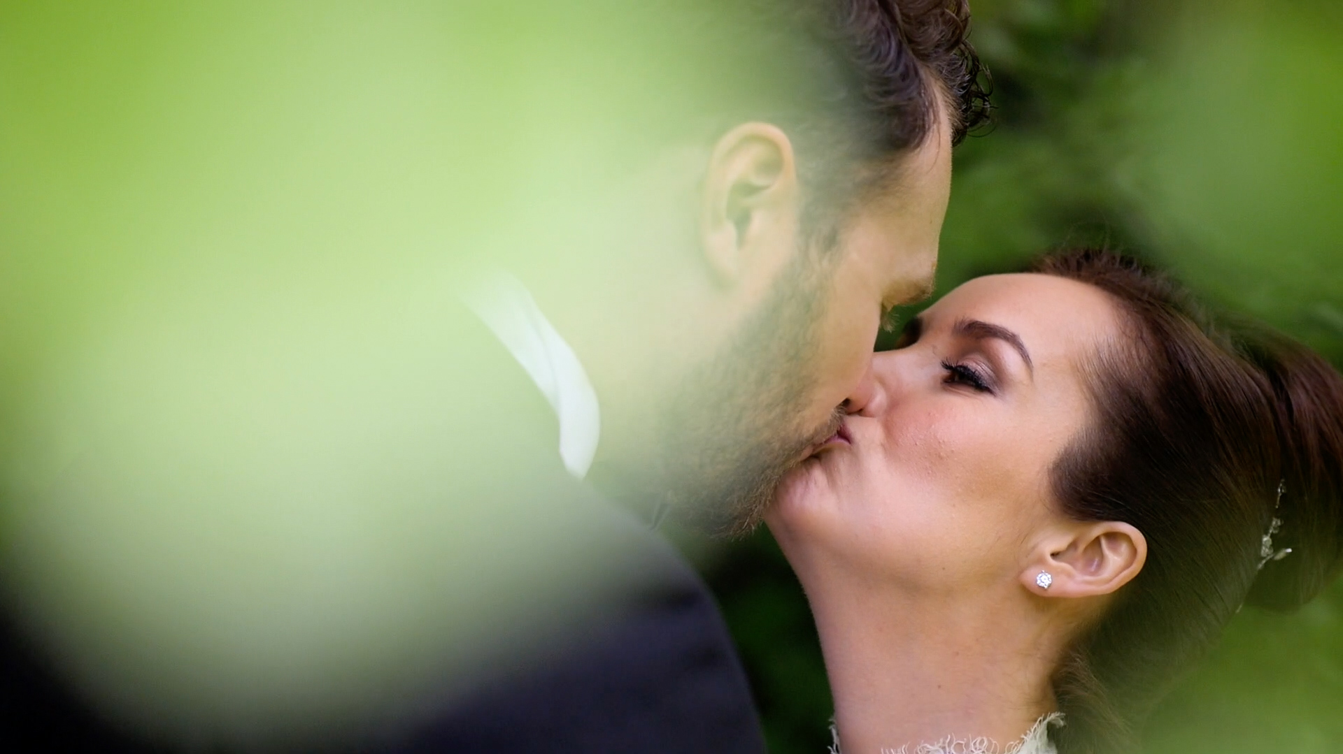 Slimming World Jennifer Sandra Ginley shares a kiss on her wedding day with her new husband, Luke.