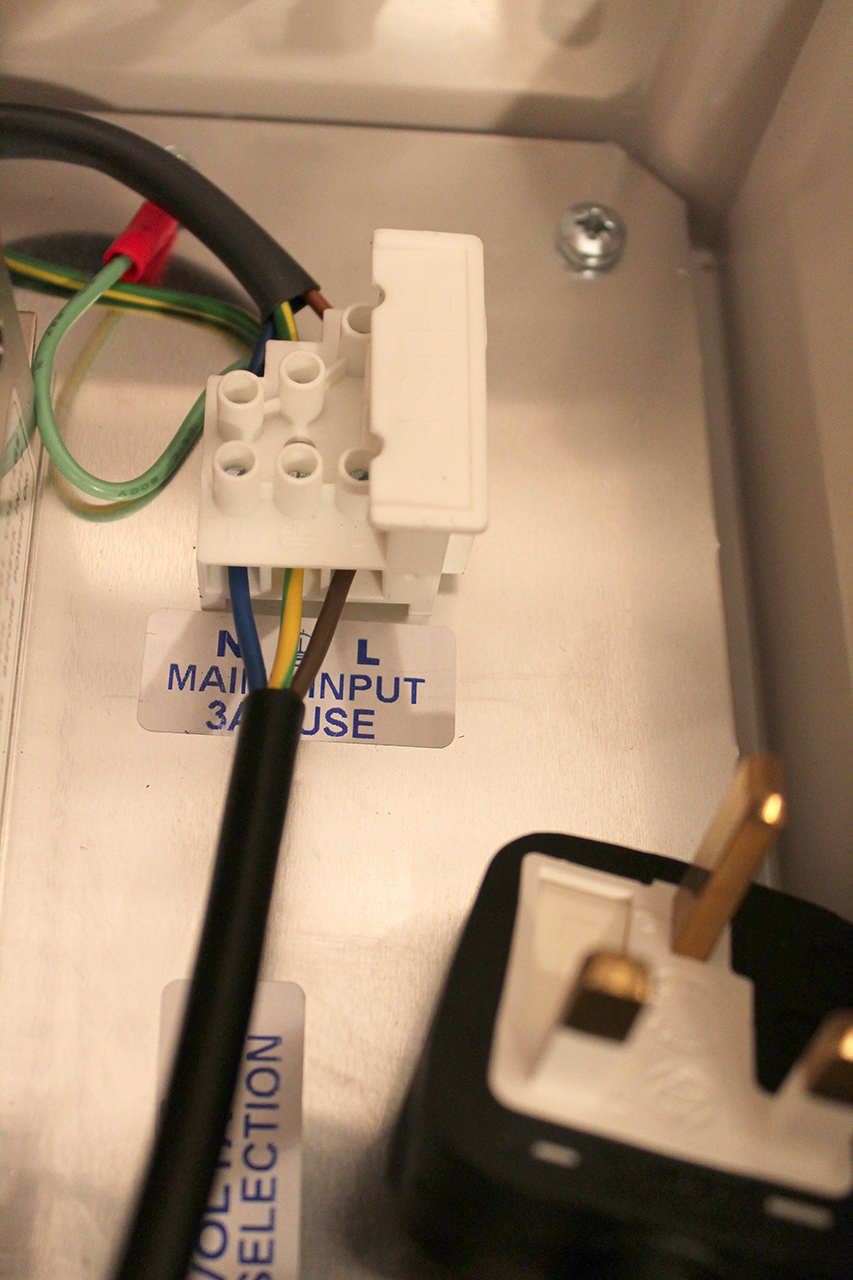 Connecting the  Power Supply Unit  to the  Mains Power Supply