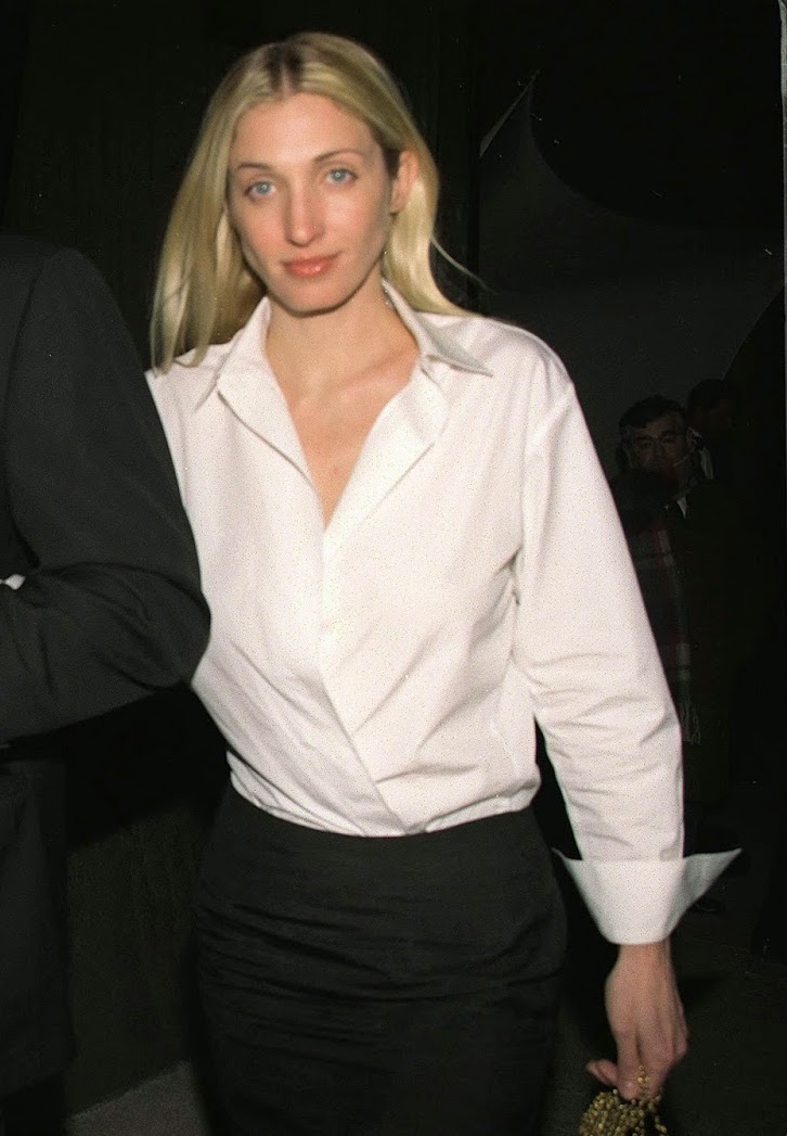 In a men's white dress shirt and black skirt by Yohji Yamamoto at a Whitney fundraiser in 1999
