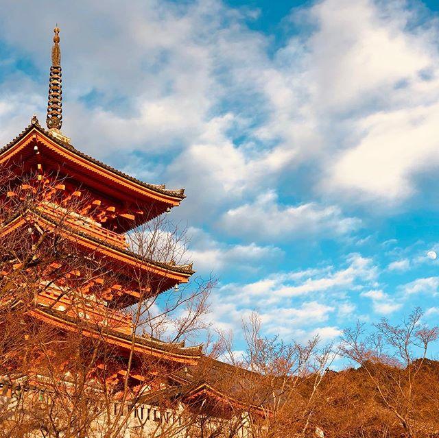 Kiyomizu Pagoda by winterlight. Cameo by the moon.