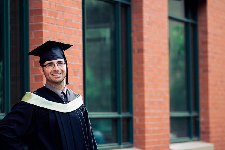 graduate-uofa-edmonton-yeg-graduation-shpk-3.jpg