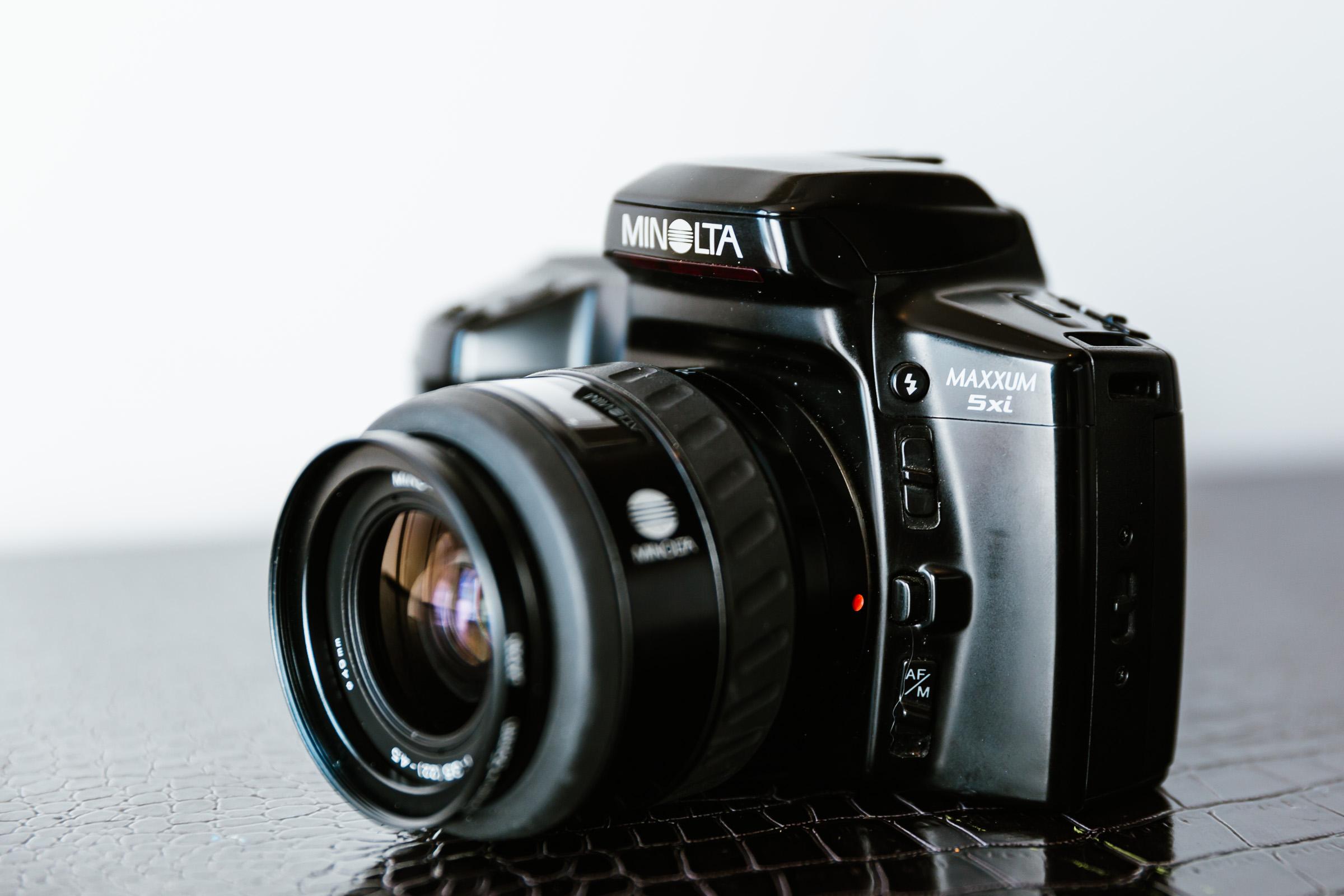 Minolta Maxxum 5xi 35mm film camera with a AF 35-70mm f3.5 lens