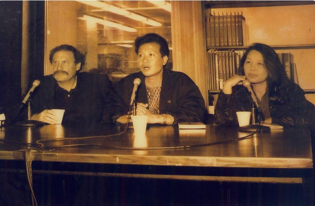 Wayne Karlin (left), Ho Anh Thai (center), and Le Minh Khue (right), the editors of  The Other Side of Heaven , at the book's launch in 1995.  Wayne Karlin (bên trái) Hồ Anh Thái (ở giữa) and Lê Minh Khuê (bên phải), những biên tập viên của  The Other Side of Heaven ( Phía bên kia của thiên đường)  tại lễ ra mắt cuốn sách vào năm 1995.