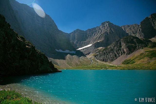 Do the things that make you happy... . . . . . #crackerlake #trailride #glaciernationalpark #glaciernps #montana #manyglacier #travel #travelgram #canon #5dmkiii #roadtrip #travelsolo