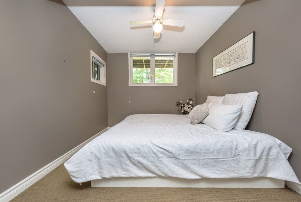 bedroom 4 with singles that can be conjoined or seperated.jpg