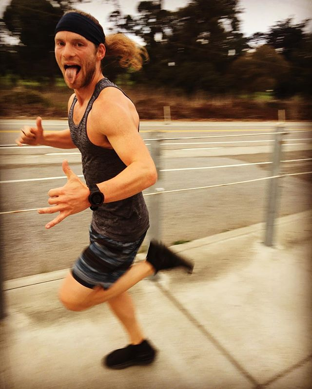 Are you as excited as our fellow ambassador @bryantublin to run the ghost race this weekend?  Well, if not maybe a little incentive from @pickybars and their life-altering, carb-loving oatmeal can help. ——— We are hosting your last chance to compete, or better your time on Sunday at 9am!  So many reasons to come, you might as well just do it.  #GhostRace #weLoveCarbs #letyourmindrunfree #lululemonSF #runlife #RunWaySF #werunSF