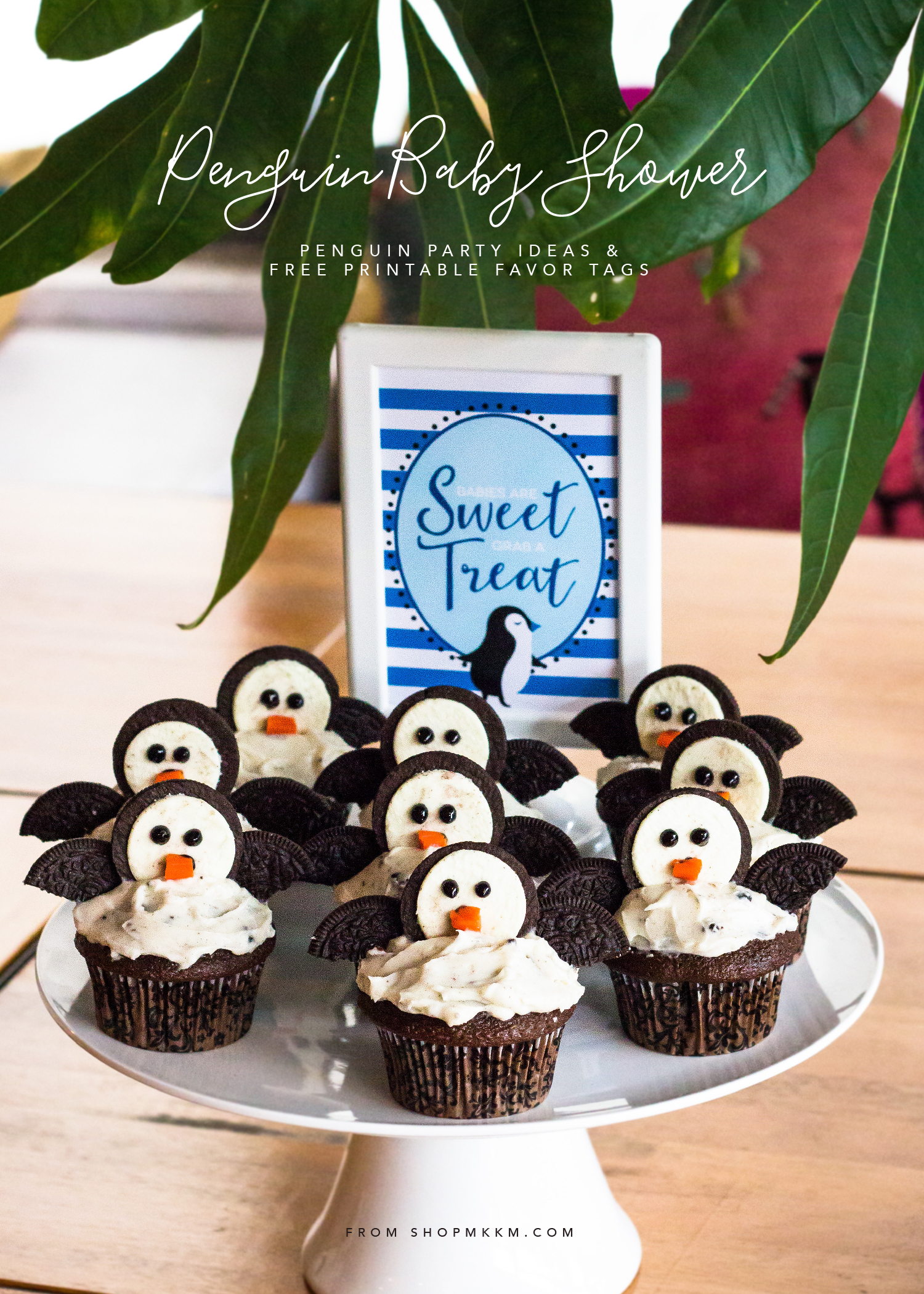 Penguin Baby Shower - Mini Party Recap. Tips on throwing a baby sprinkle for your mom to be. Grab some free printable favor tags and scroll through for some Penguin party ideas.