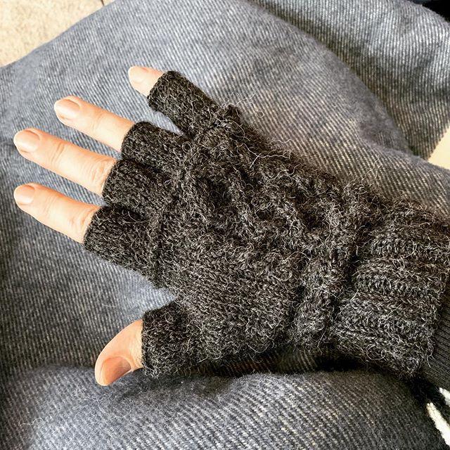 Right glove, done! #berrocoyarn #hook #menwhoknit