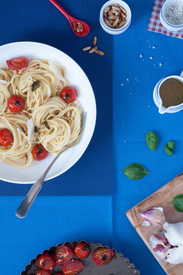spaghetti-roasted-garlic-and-cherry-tomato-3453.jpg