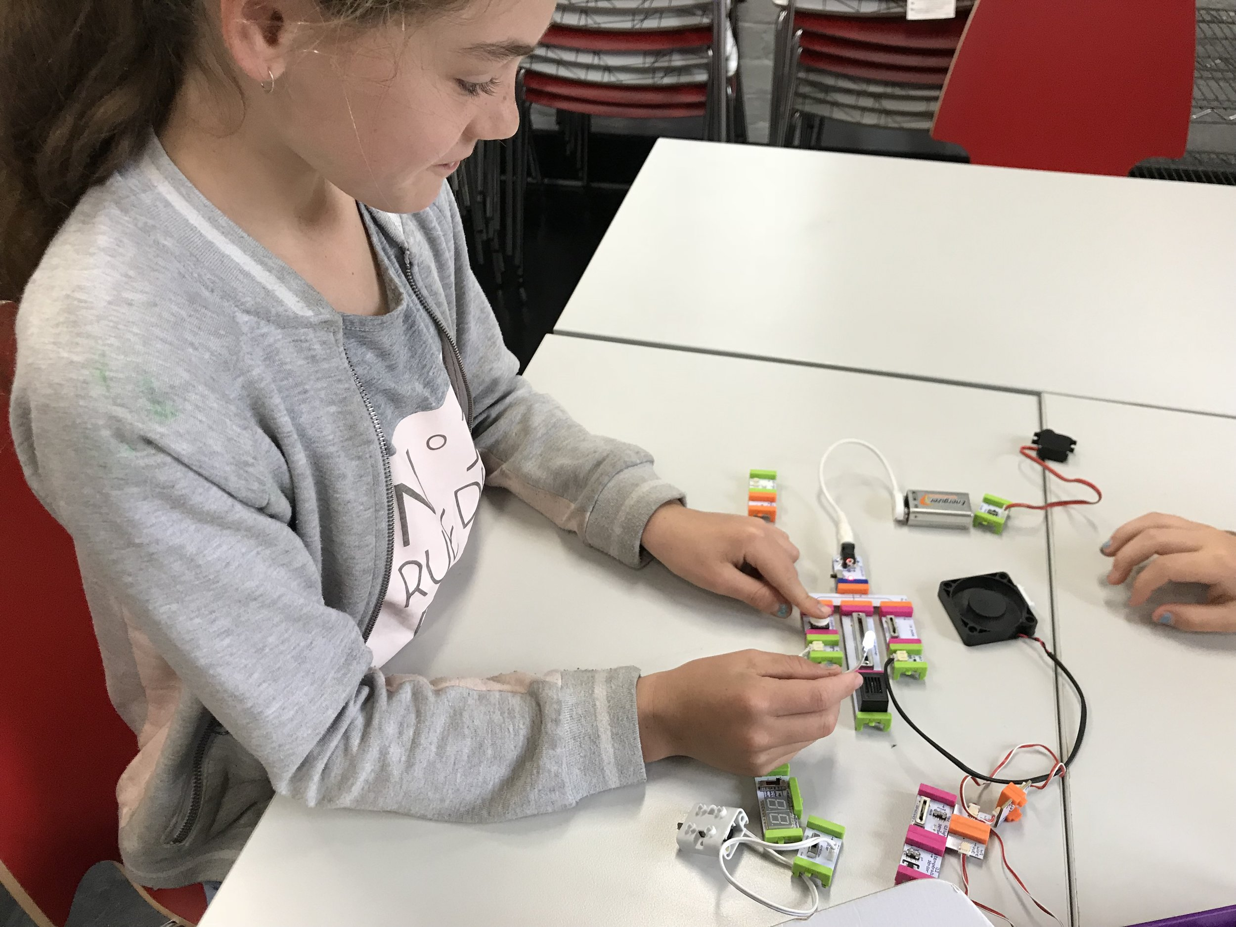 When it comes to creative problem-solving, young people are increasingly excelling. This young engineer made this clear to us last month as part of    MiniSparx   .