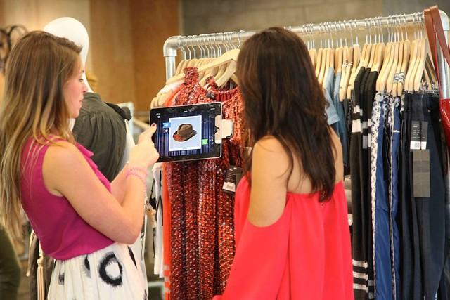 iPad Retail, Fashion Store, Technology, Visual Merchandising