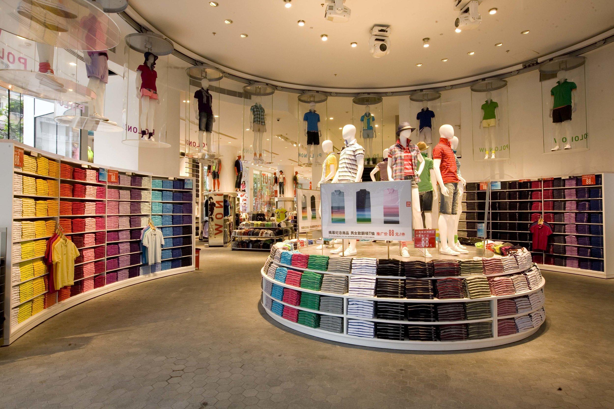 La tienda de ropa Uniqlo es pionera en el uso de la ciencia y la inteligencia artificial para crear una experiencia única en la tienda.