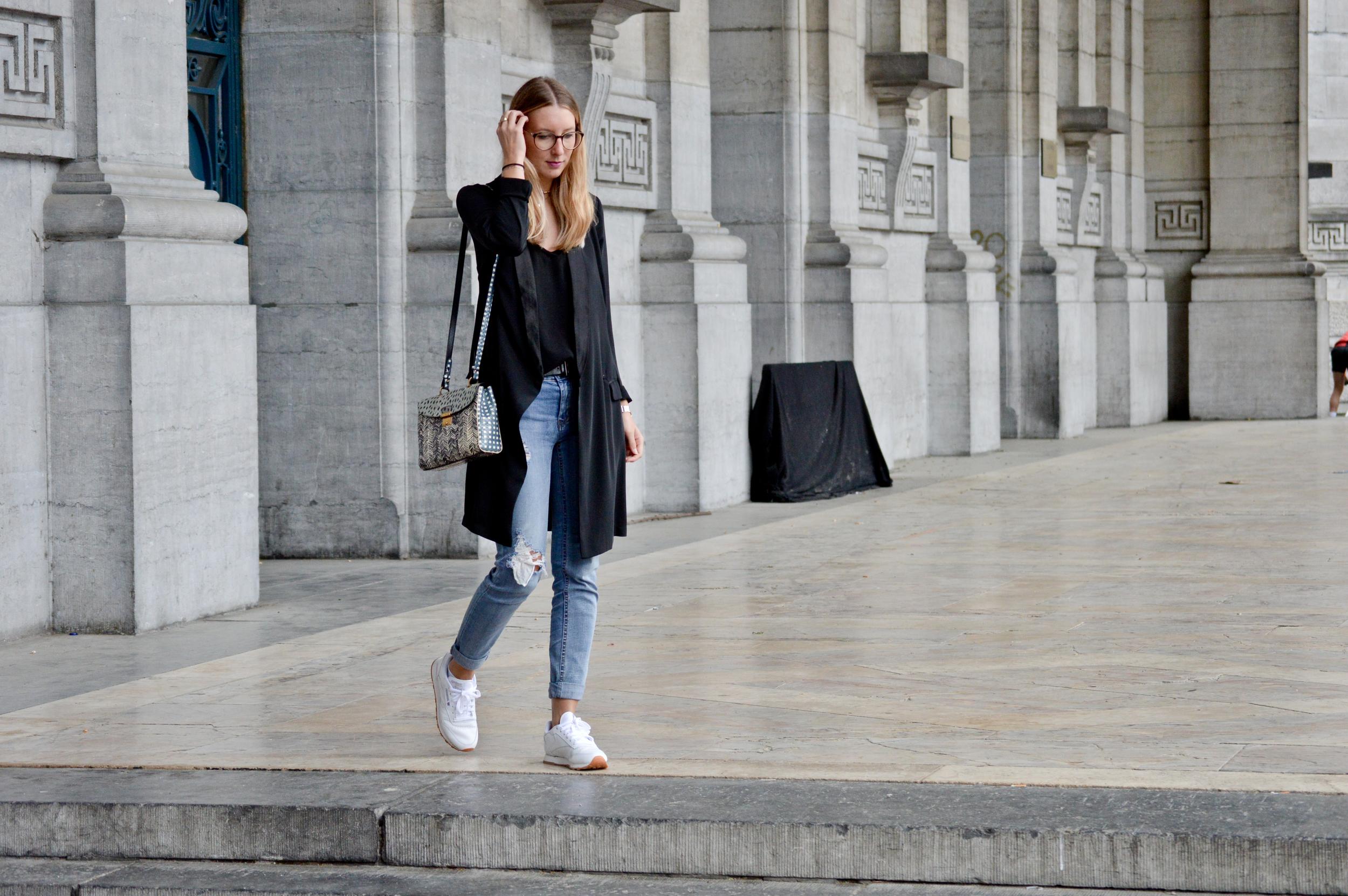 Black & Ripped Jeans (12 of 12).jpg