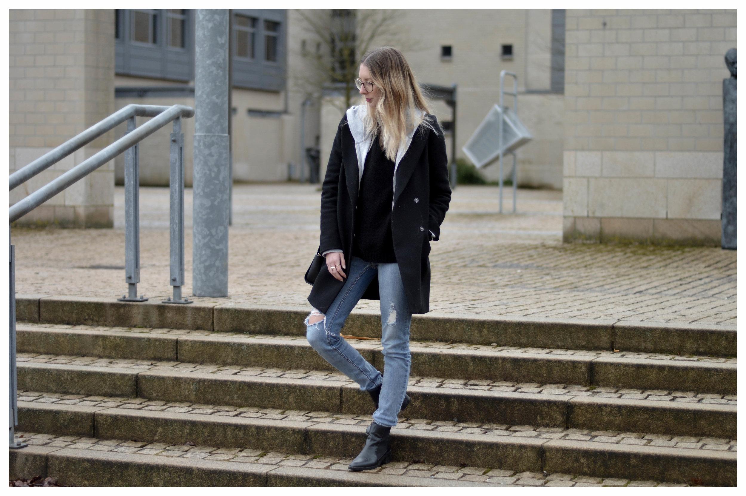 Black Coat Hoodie & Ripped Jeans - OSIARAH.COM (23 sur 54).jpg