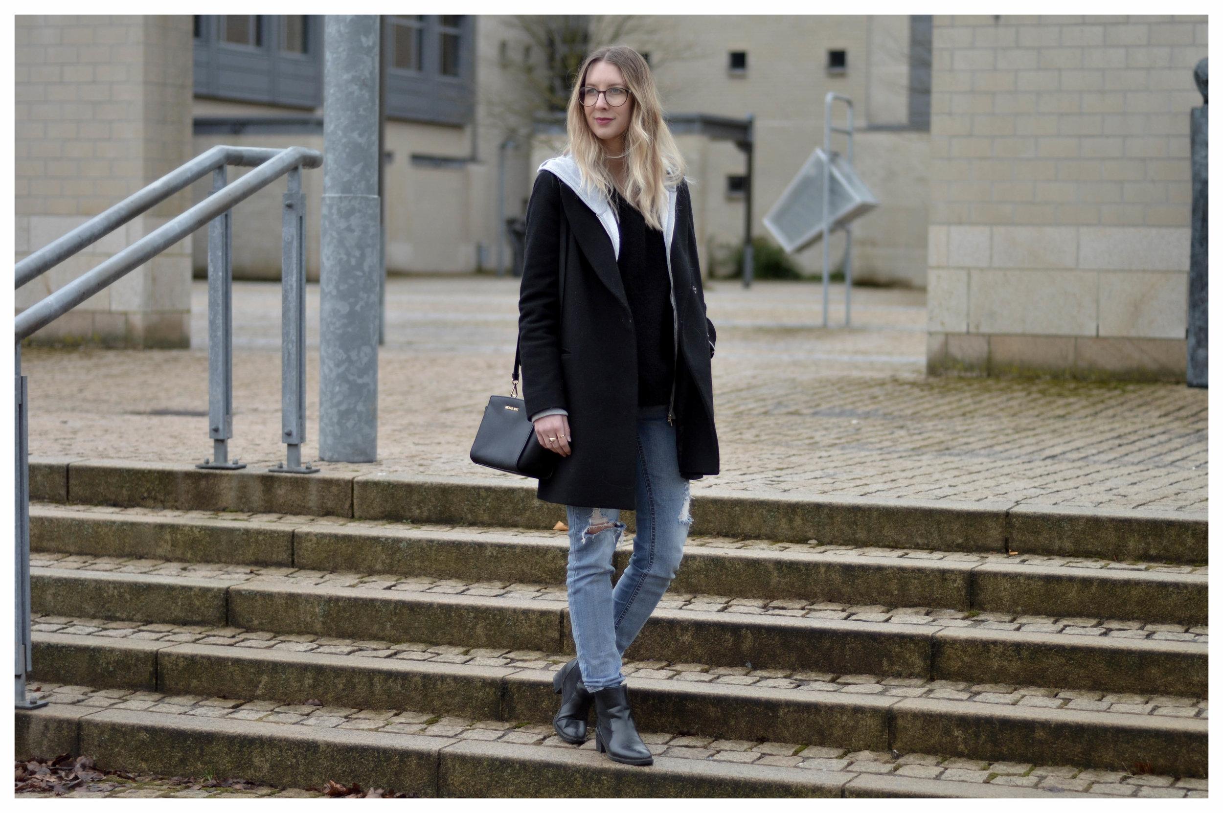 Black Coat Hoodie & Ripped Jeans - OSIARAH.COM (26 sur 54).jpg