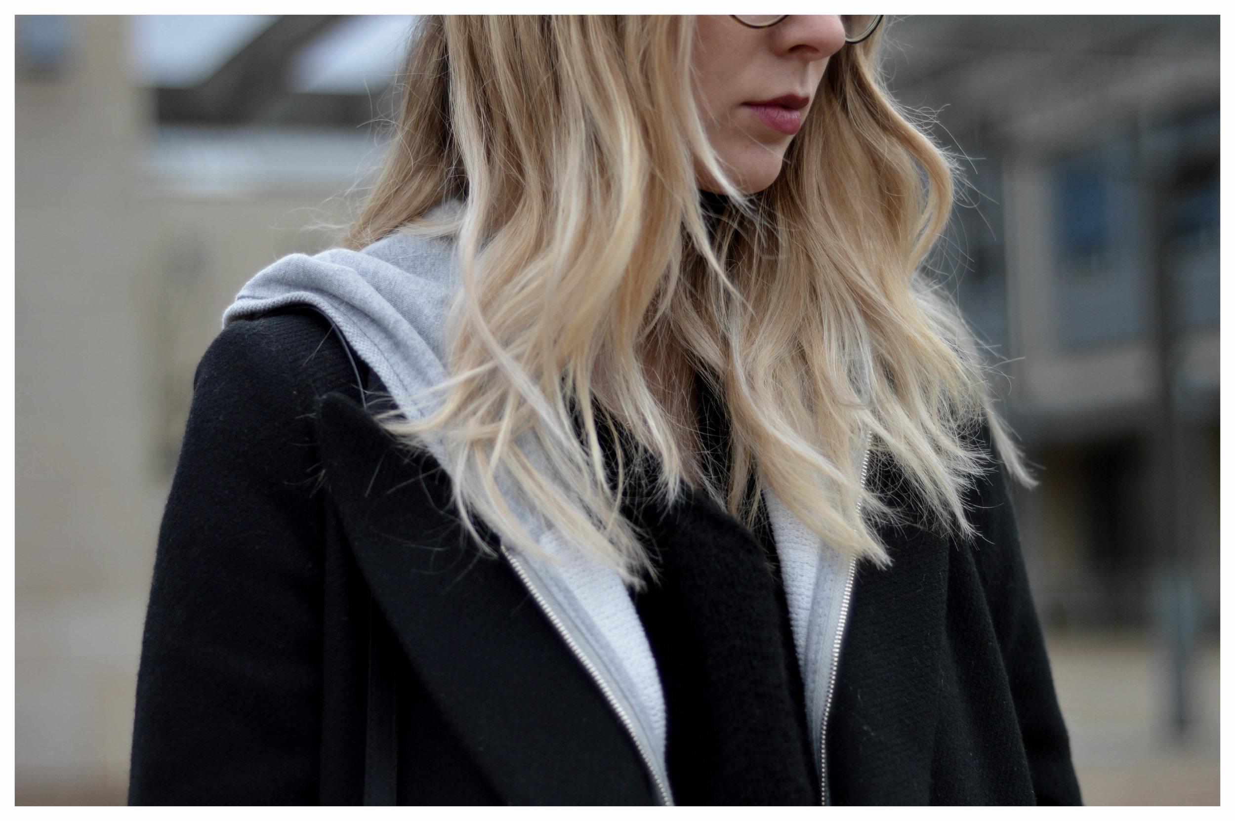 Black Coat Hoodie & Ripped Jeans - OSIARAH.COM (36 sur 54).jpg