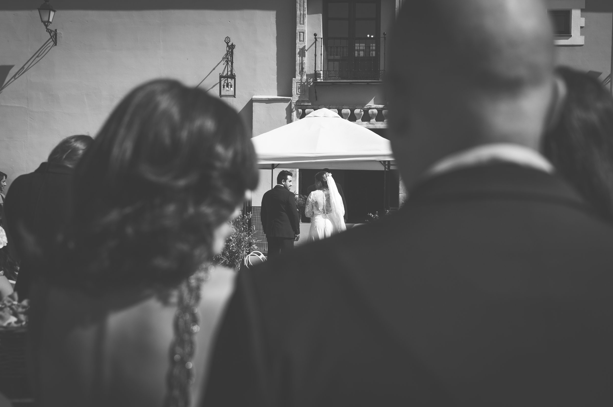 Bride and groom at the wedding ceremony BW Guillem Cheung bryllup