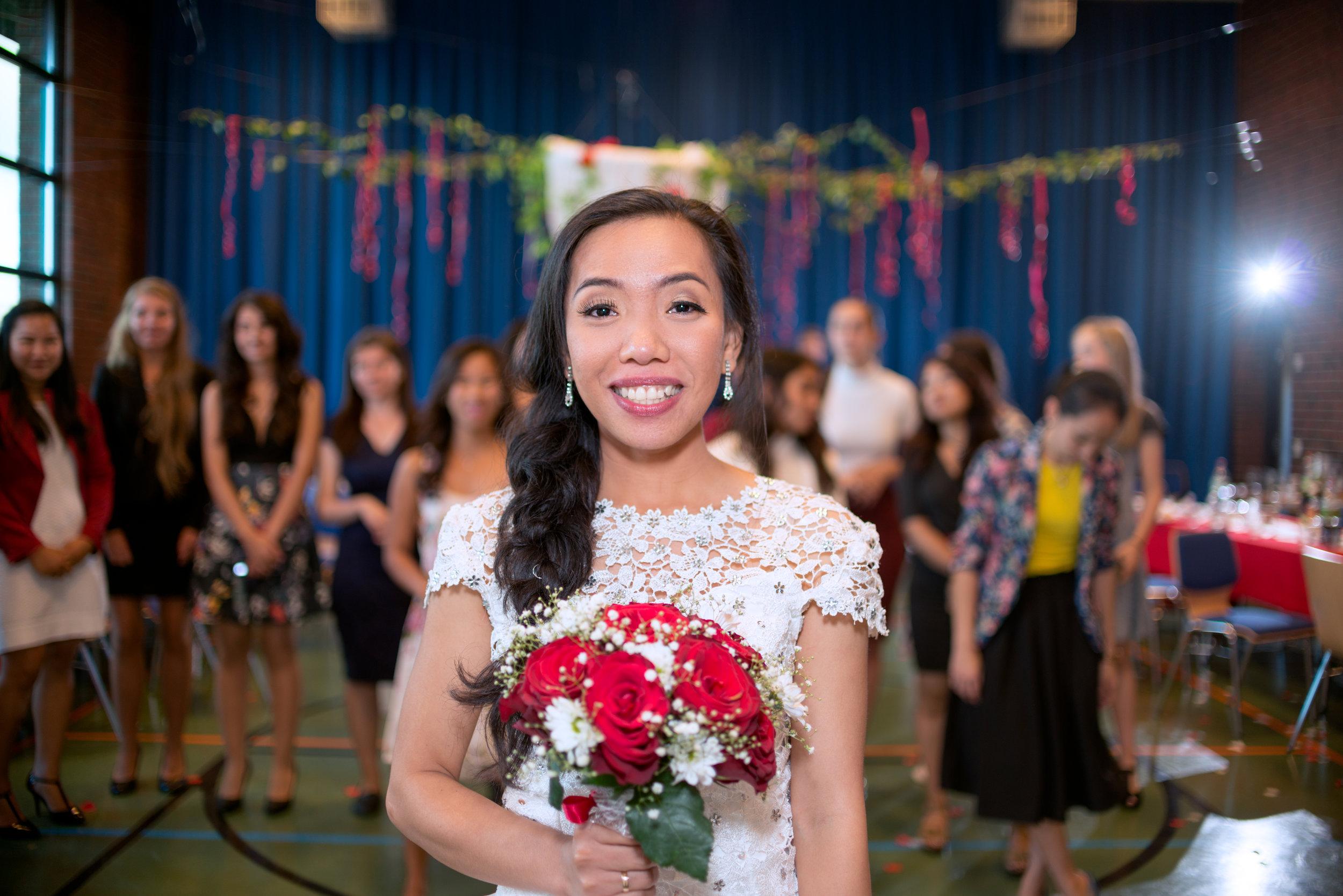 Bride with a bouquet in Stavanger wedding guillem cheung bryllupsfotograf