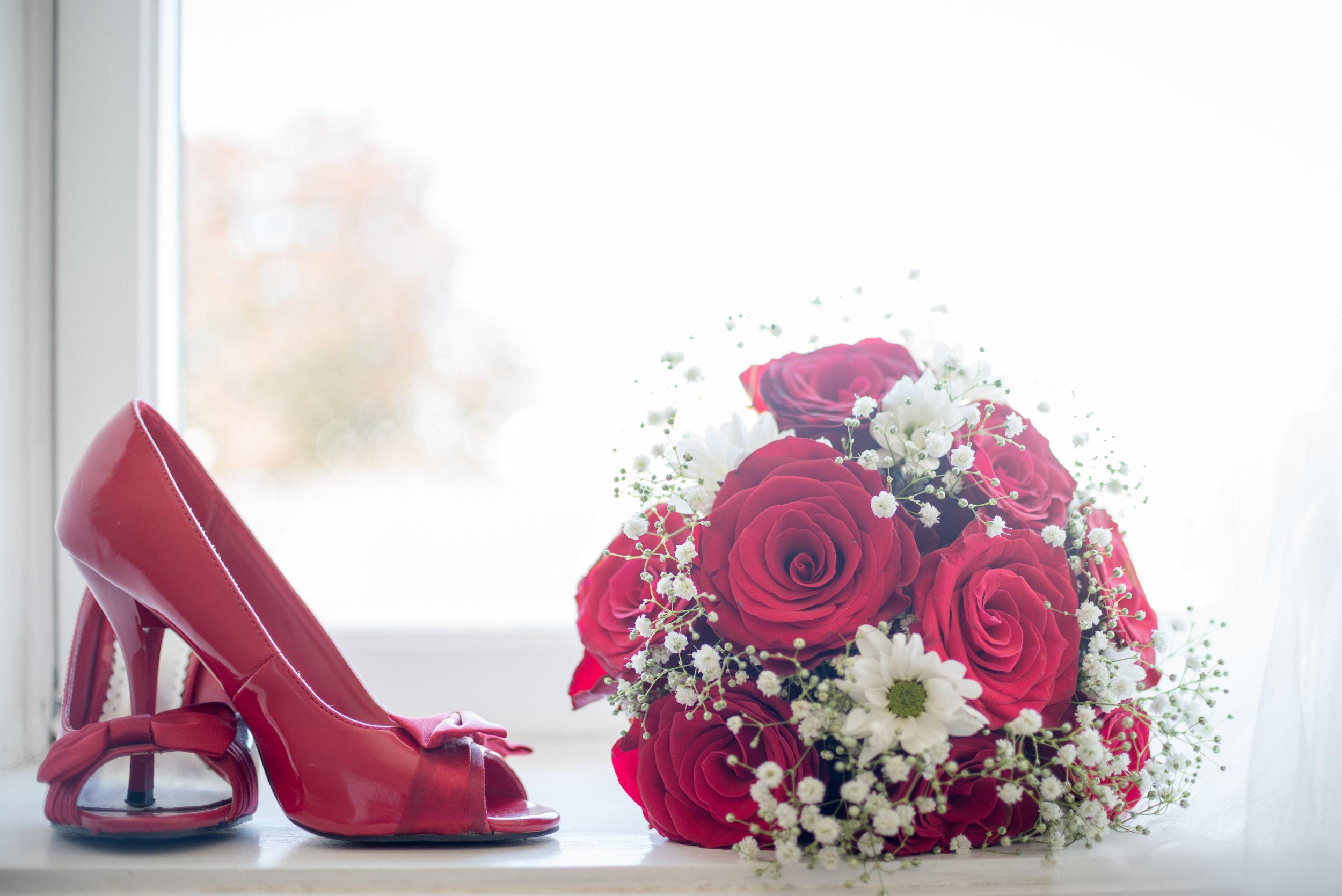 Wedding shoes and bouquet details guillem Cheung Stavanger bryllup