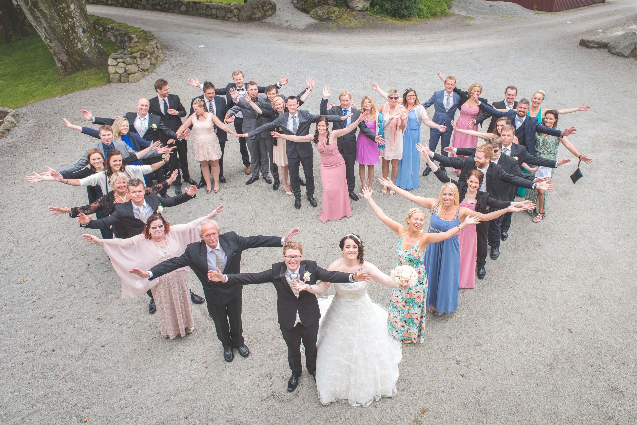 Heart made of people wedding in Stavanger Guillem Cheung Bryllup