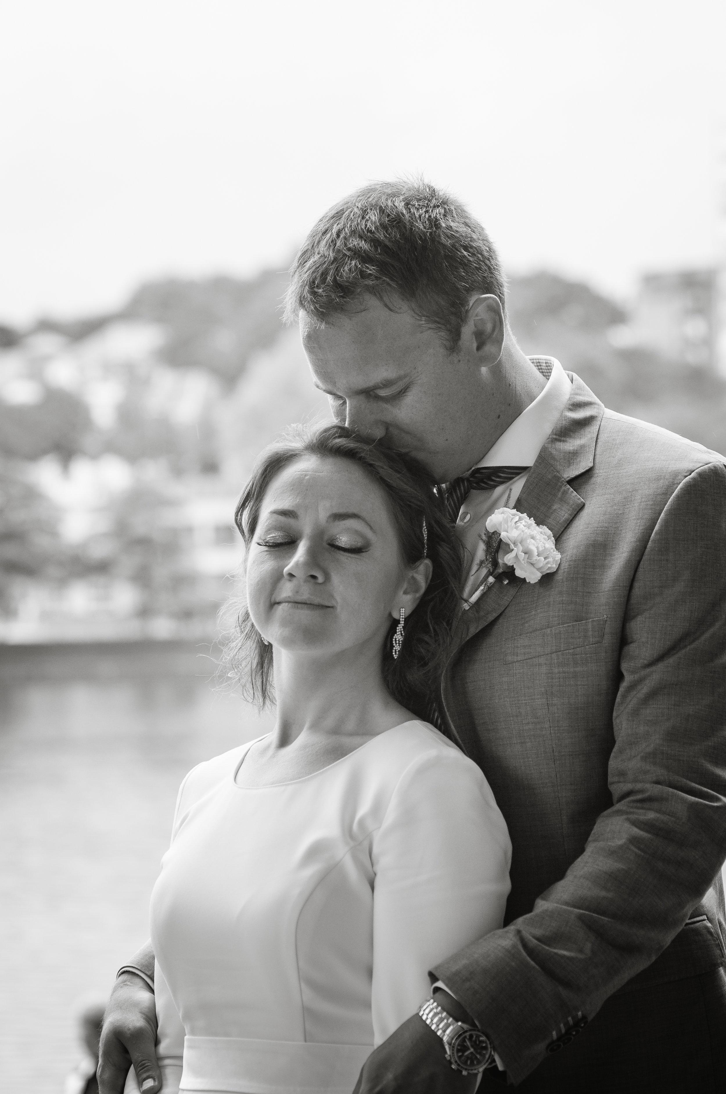 Bride and groom in love Stavanger elopement Guillem Cheung Bryllup