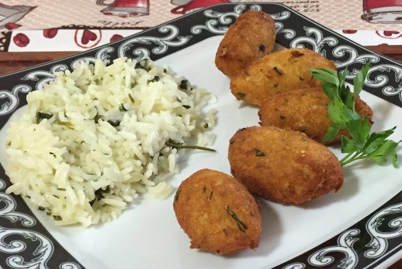 PastÇis de bacalhau com arroz de coentro.png