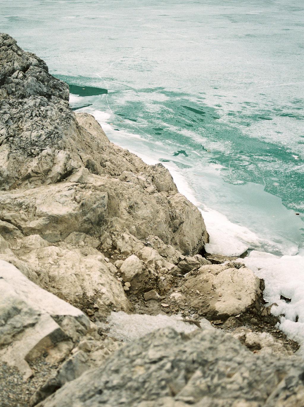 LakeMinnewankaSpringBridalEditorial(26).jpg