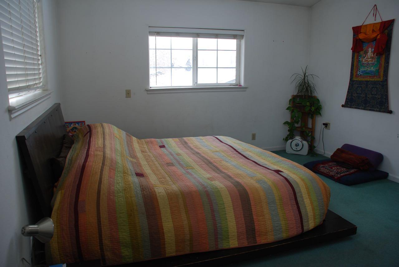 paige bedroom bfore.jpg