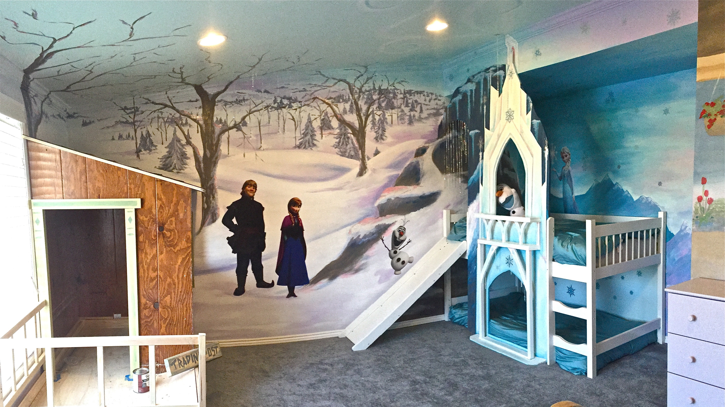 Disney FROZEN Themed Interactive Playspace with Bunk Beds and Mural