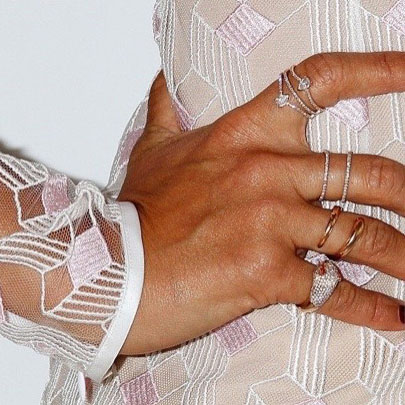 JESSICA ALBA JEWELRY DETAIL
