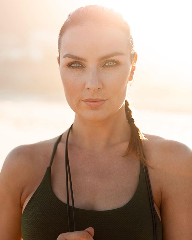 Happy Friday 🌸 enjoy your weekend 😉 . . . 📷 @clintondorr . . . . #portraitphotography #cottononbody #icegenetics #weekend #fitness #eyes #laurabodyzone #capetown #fitfam #model #brunette #pictureoftheday #campsbaybeach #skipping #cardio #fit #motd