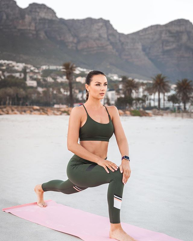 #FitnessFriday - wake up and be inspired looking at Instagram instead of having any negative thoughts about yourself. Follow accounts that make you feel good and motivate you to do something good for yourself. Be kind to yourself today 🧡 . . . . . . . #positivevibes #goodvibesonly #healthy #love #happiness #capetown #cottononbody #mycottonon #yoga #stretch #laurabodyzone #view #love #tablemountain #campsbay #exercise #motivate #sportswear #bodypositive