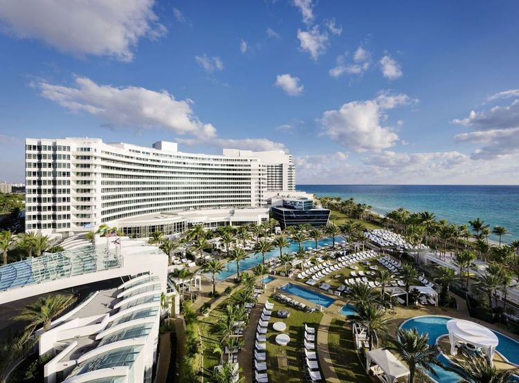 THE GATHERING SPOT : Weddings bring on the drama at Miami Beach's most fabulous hotel, the   Fontainebleau  . The landmark emerged from a billion-dollar renovation with terraces, pool decks, lawns, balconies, and ballrooms to fit any fantasy, as long as it's larger than life. (PHOTO: Courtesy of Fontainebleau)