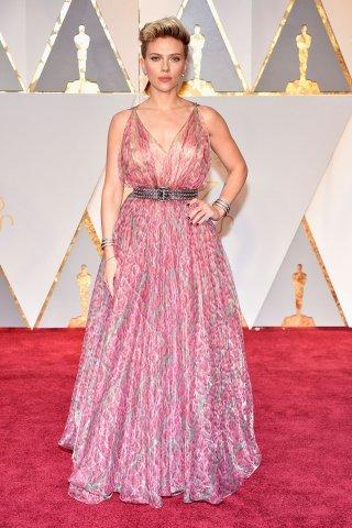 ScarlettJohansson_Oscars_Red_Carpet.jpg