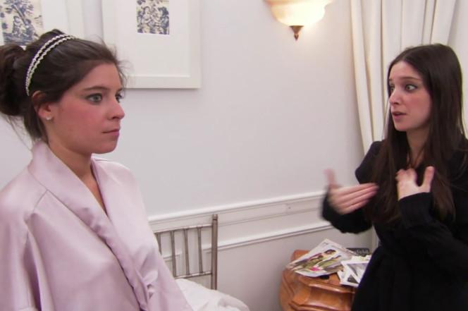 Bride Jennifer Bloom (left) and her twin sister Melanie. TLC
