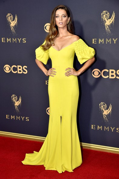 emmys-2017-all-the-looks-ss09.jpg