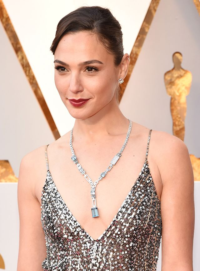 gal-gadot-diamond-jewelry-oscars-2018-251221-1520213057366-main.640x0c.jpg