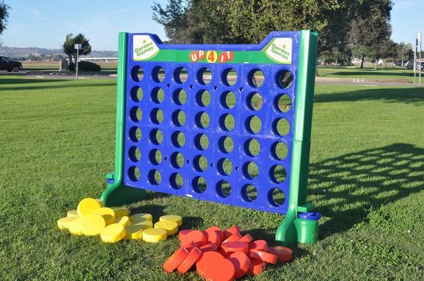 kids-games-giant-connect-four-game-3_grande.jpg
