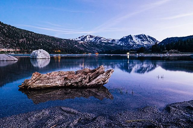 Who needs more of these? I know I do. • • • • • #wanderlust #camping #junelake #mammothmountain #mammothlakes #easternsierra #nature #natgeo #natgeoyourshot #summer #night #reflection #watwr #june #lake #alpine #mountain #travel #leavenotrace