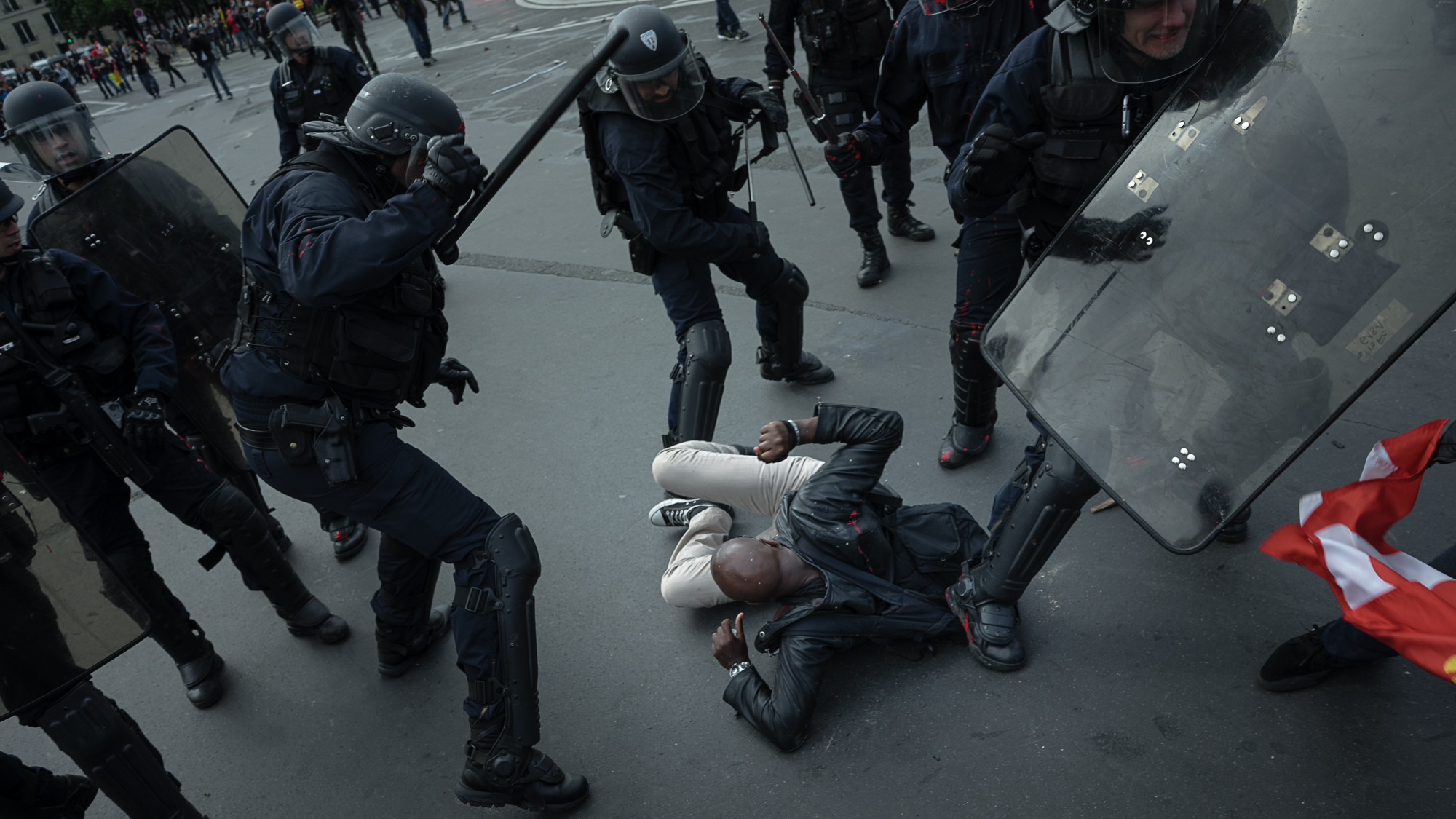 Police violence, this time against an aggressive crowd, is on the rise these days.