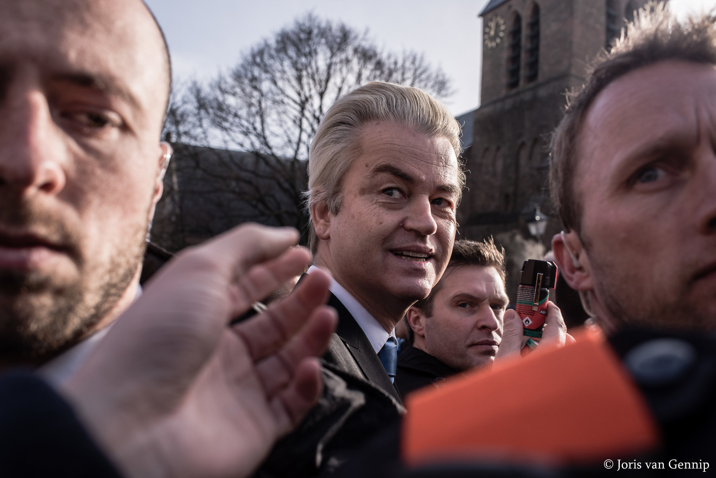 Geert Wilders hands out pepperspray |  ©   Joris van Gennip