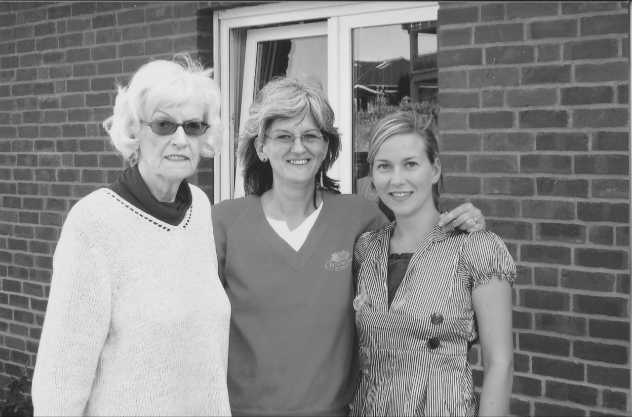 2008 // Berta with her mother and grandmother