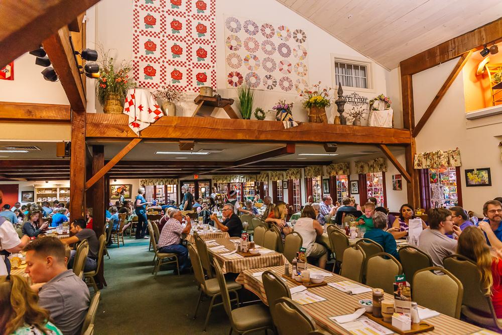 Das Dutchman Buffet dining area