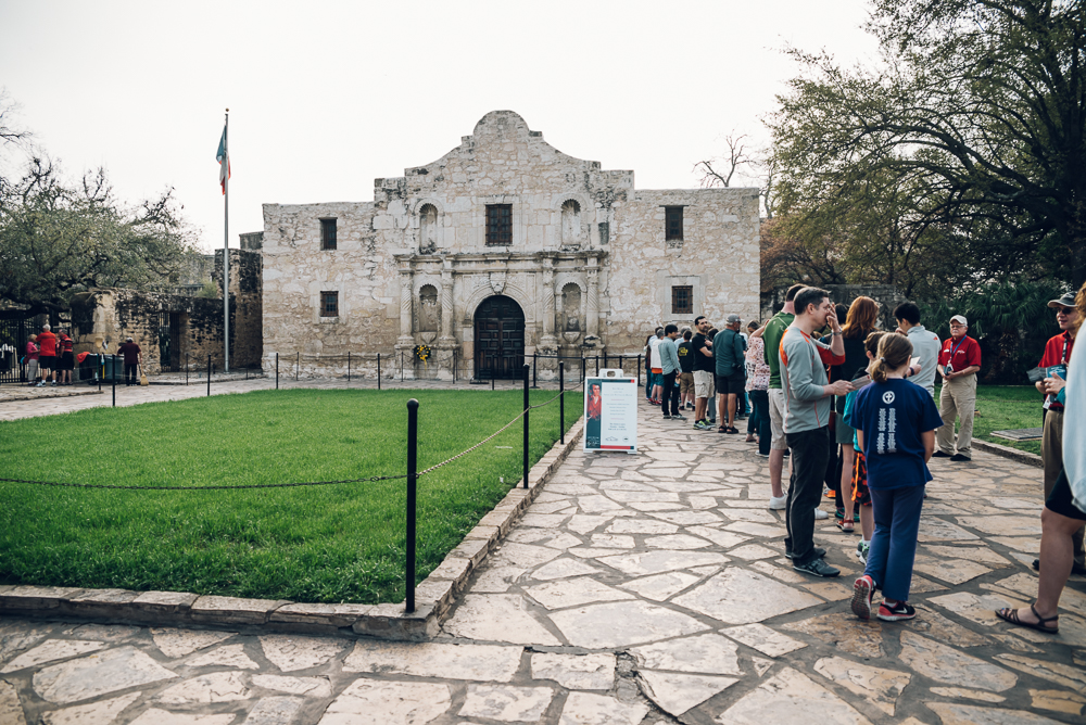 Long lines at the Alamo