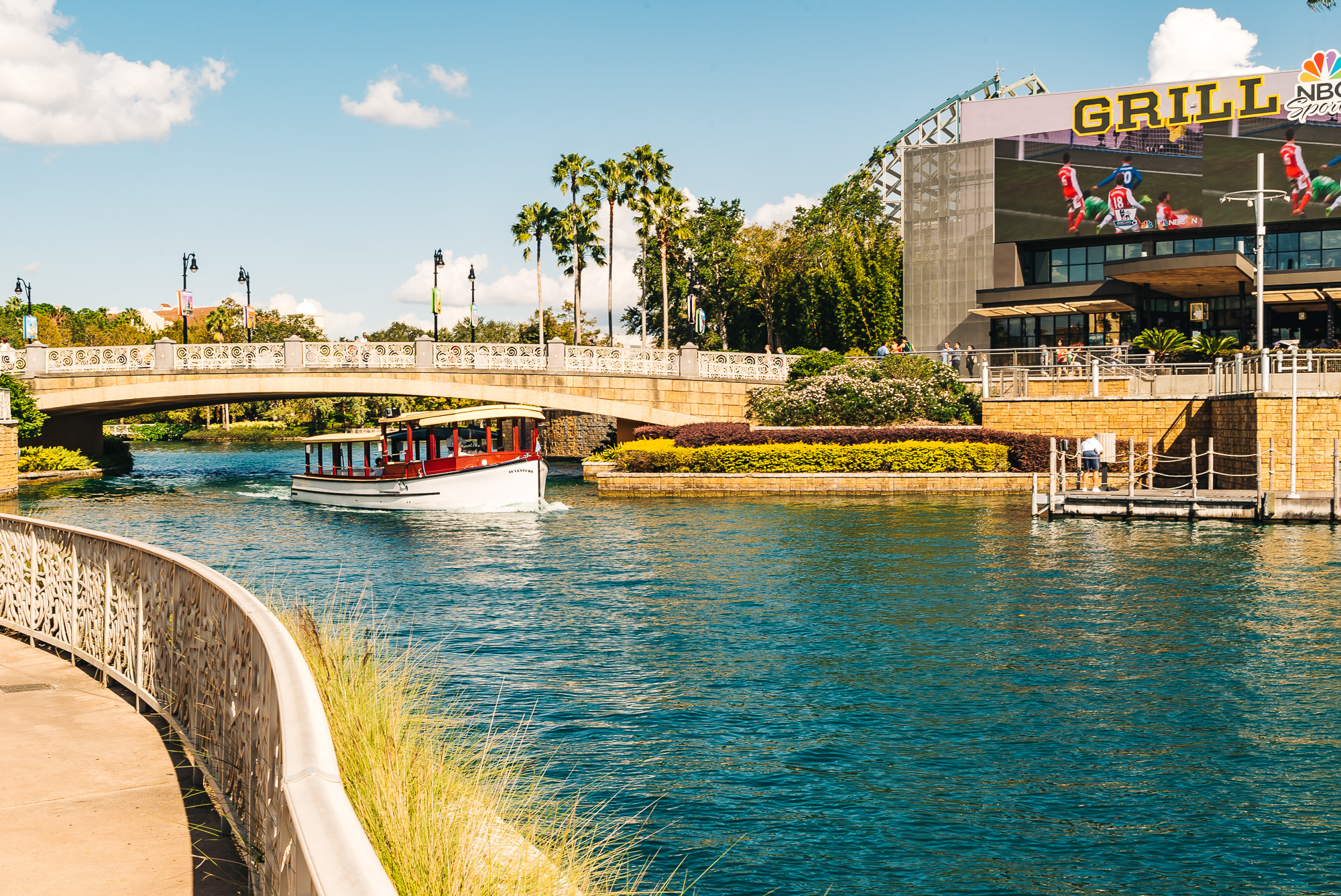 Complimentary water taxi to the theme parks
