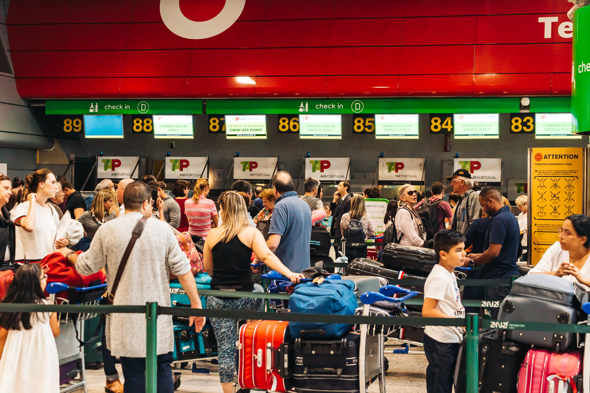 The long lines at TAP Air Portugal Check-in in Lisbon