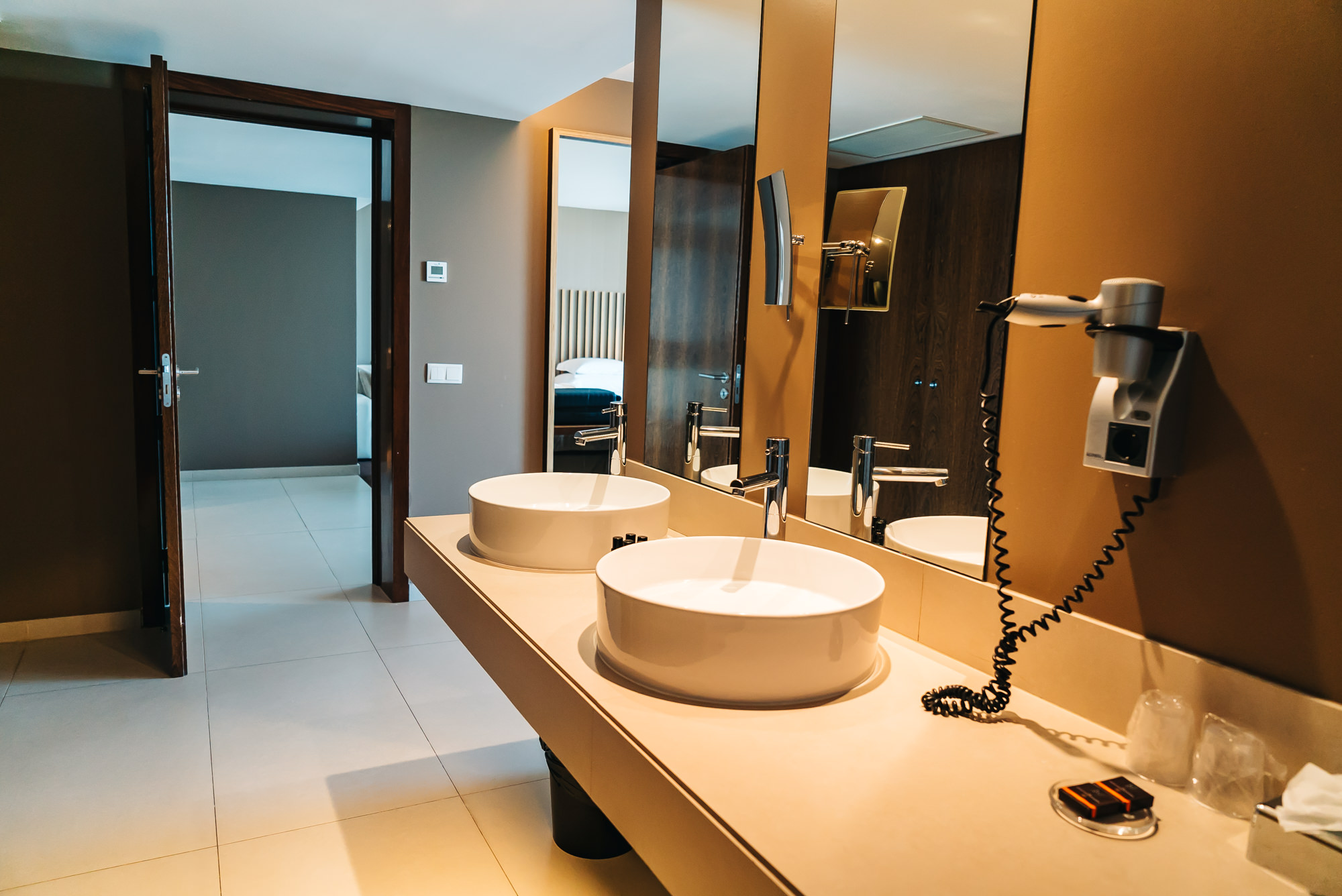 Main bathroom with two sinks