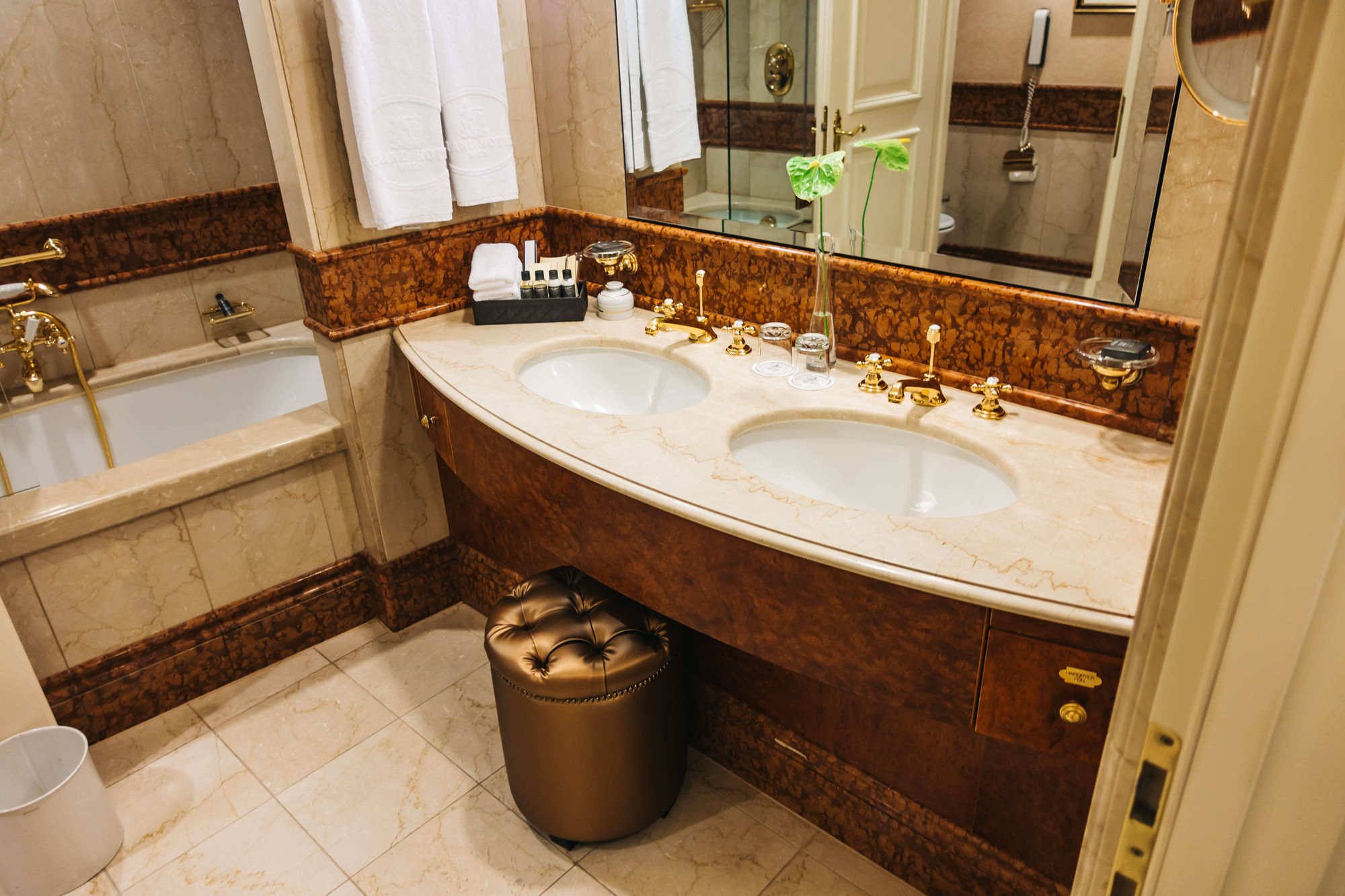 double sink with plush stool